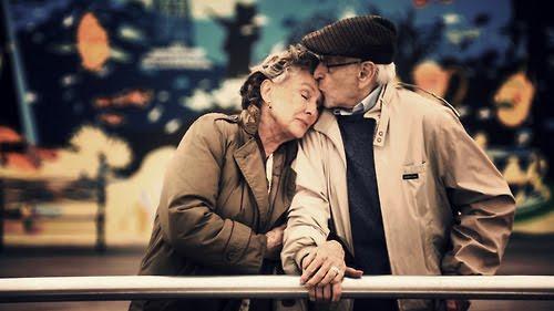 un_dimanche_en_amoureux_lovers_sunday_old_couple_vieux_personnes_agees_oui_je_le_veux