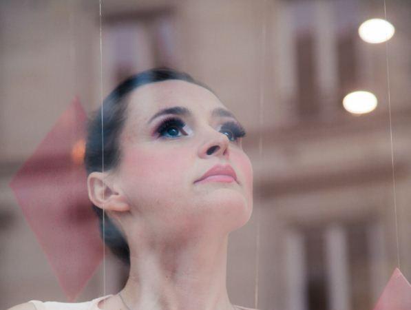 Paris Frivole a rencontré l'ex Miss Météo Annabelle Milot, interprète du tube La Parisienne en duo avec Marc Fichel !