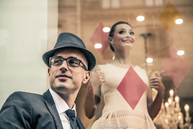 Interview glamour de Marc Fichel, l'interprète du tube qui buzze en ce moment «La parisienne» en duo avec Annabelle Milot !