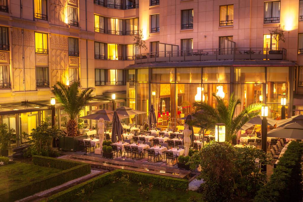 Terrasse patio soir - Hotel du Collectionneur
