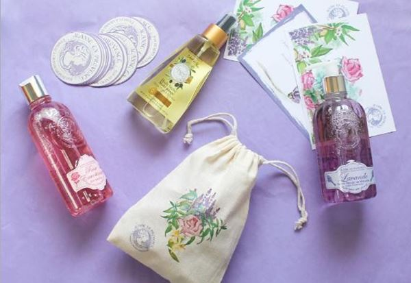 Jeanne en Provence – parfums – fleurs emblématiques de Grasse