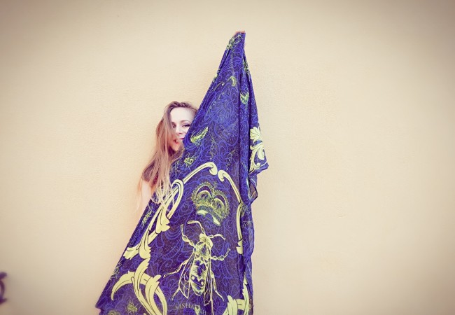 Sasha Berry – quand les foulards rencontrent l'art contemporain – étoles trendy