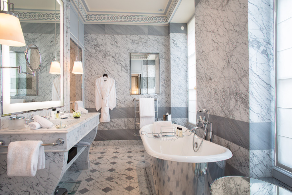 La-Reserve-Paris-Suite-Bathroom-2