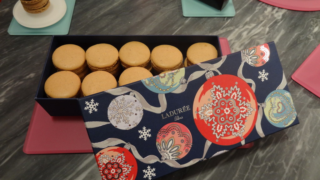 Macarons Ladurée - Noël - paris frivole