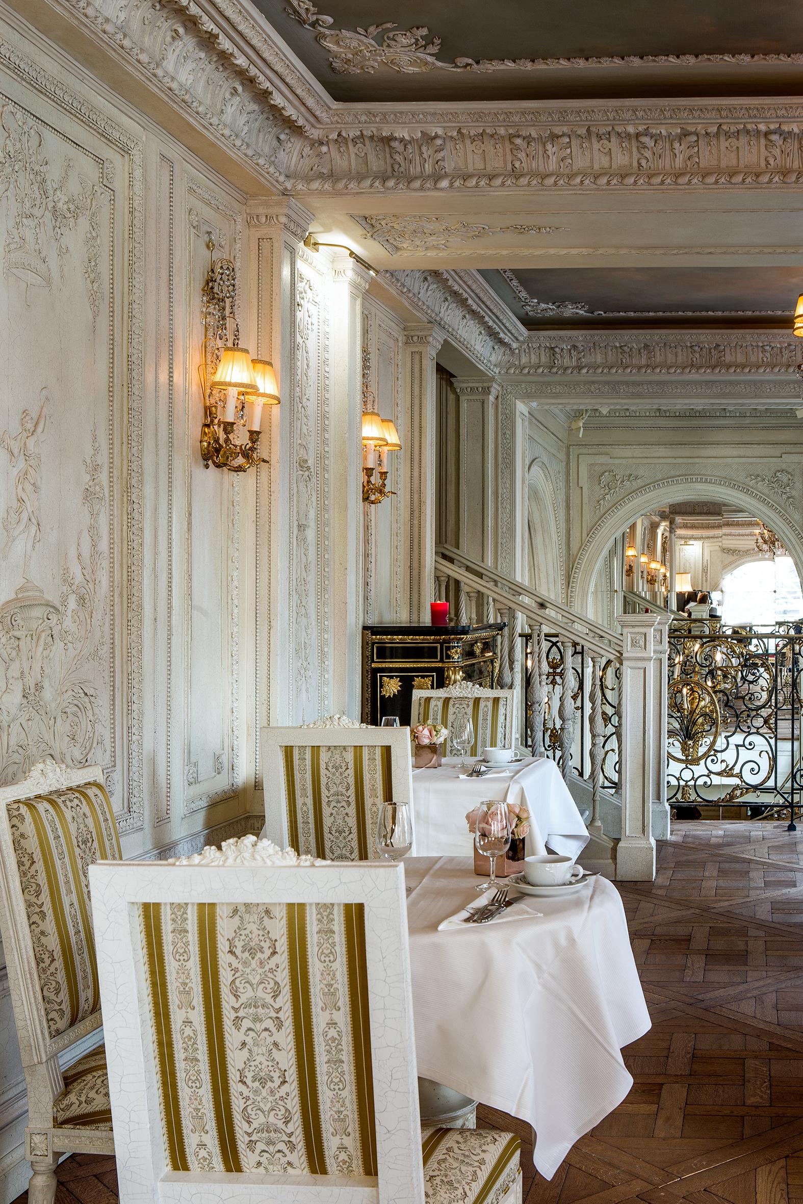 caf pouchkine salon de th et restaurant russe place. Black Bedroom Furniture Sets. Home Design Ideas