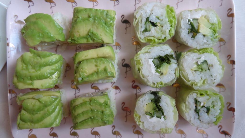 - California ou crispy poulet tempura poulet croustillant, avocat, salade iceberg