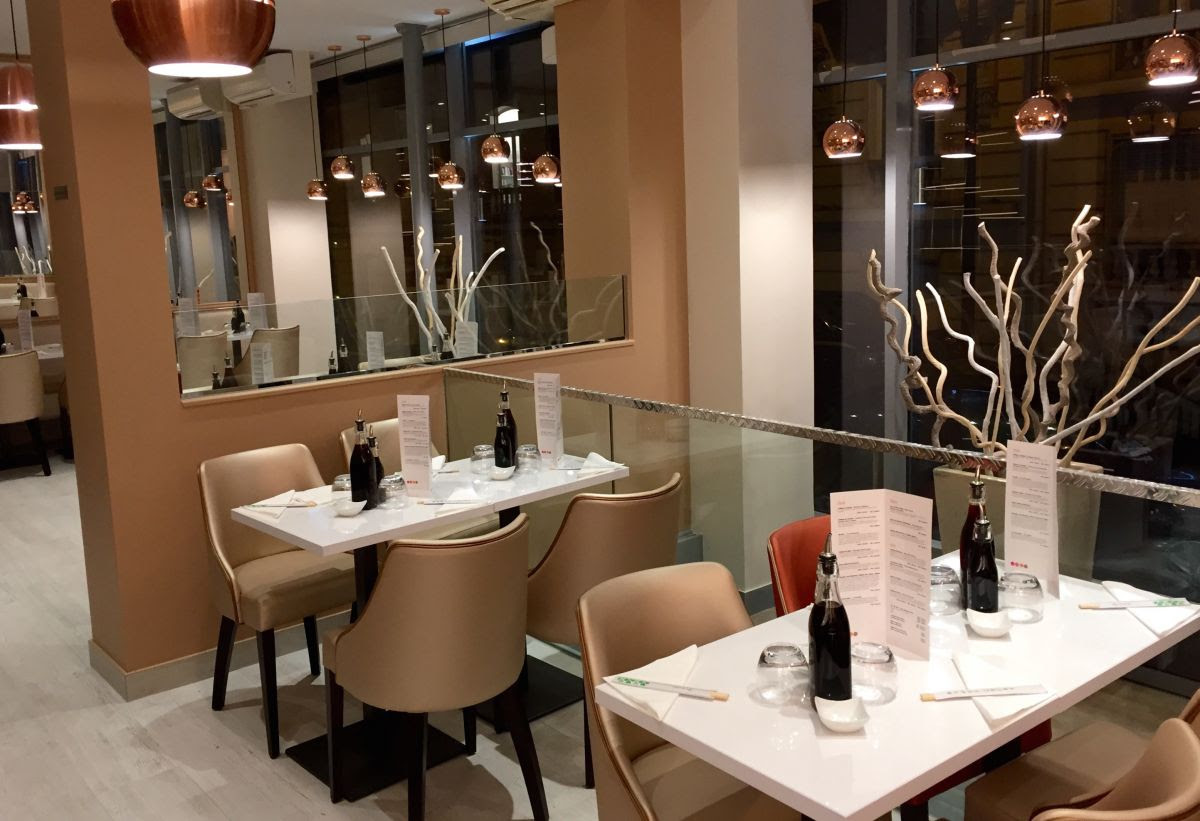 bozen sushi restaurant japonais sushis salades et bagels paris frivole. Black Bedroom Furniture Sets. Home Design Ideas