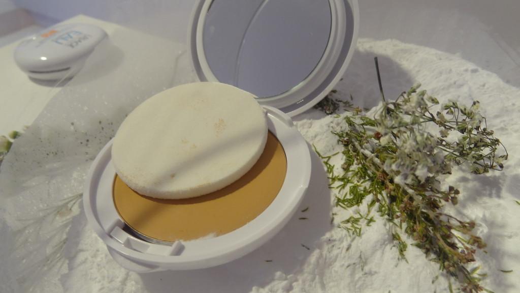 Uriage - la première crème d'eau compacte à base de poudre d'eau thermale