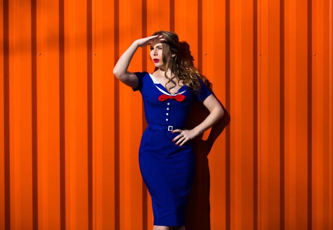 TopVintage – une robe de style marin – un look de pin-up années 50