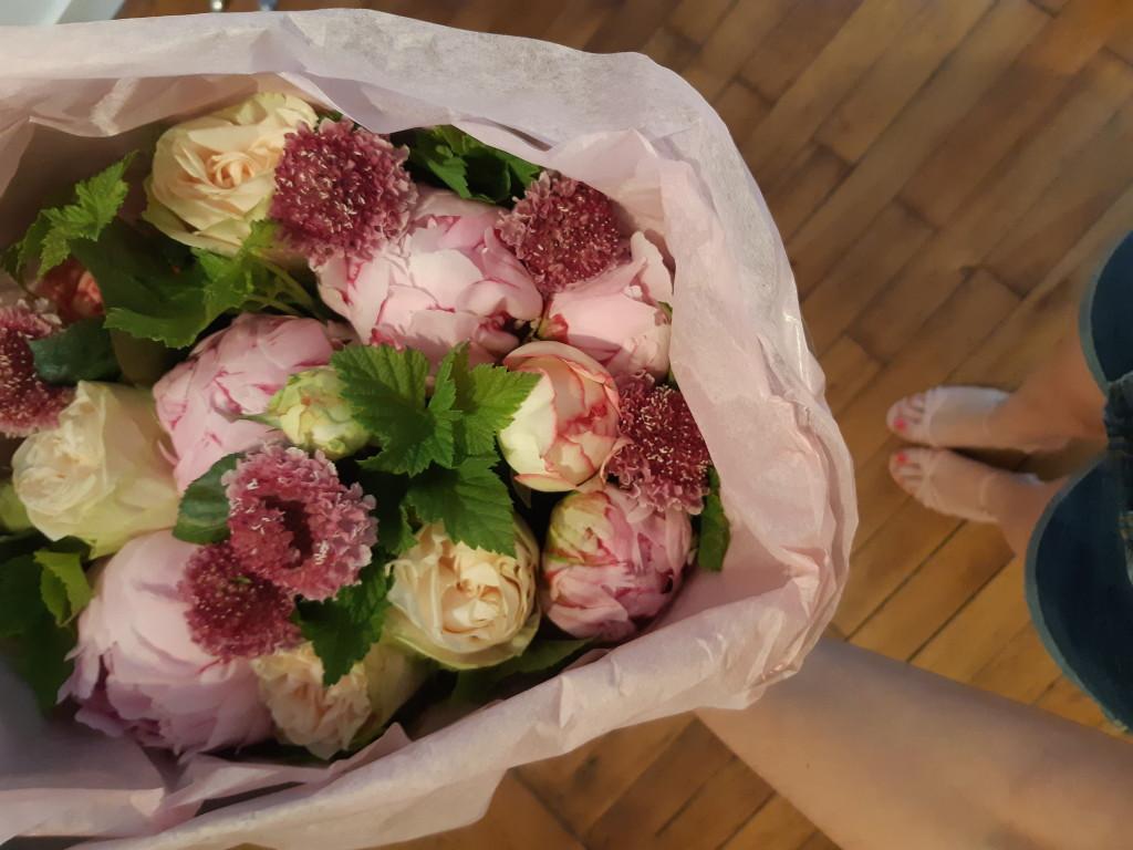 Interflora fête les mamans - bouquet de fleurs - chanson vraie
