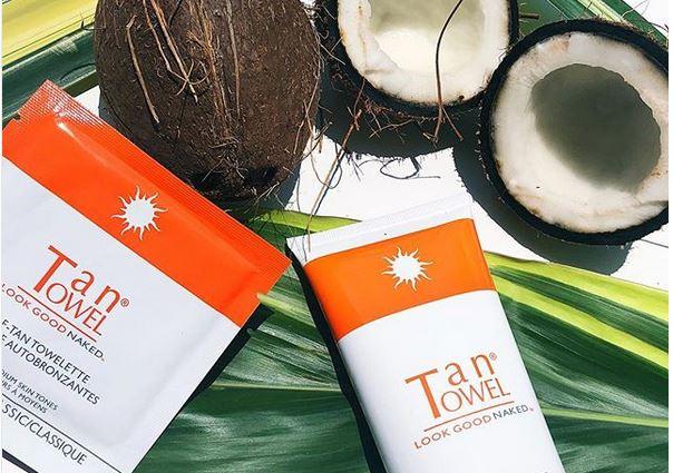 Tan Towel – les lingettes autobronzantes – une mine dorée sans soleil