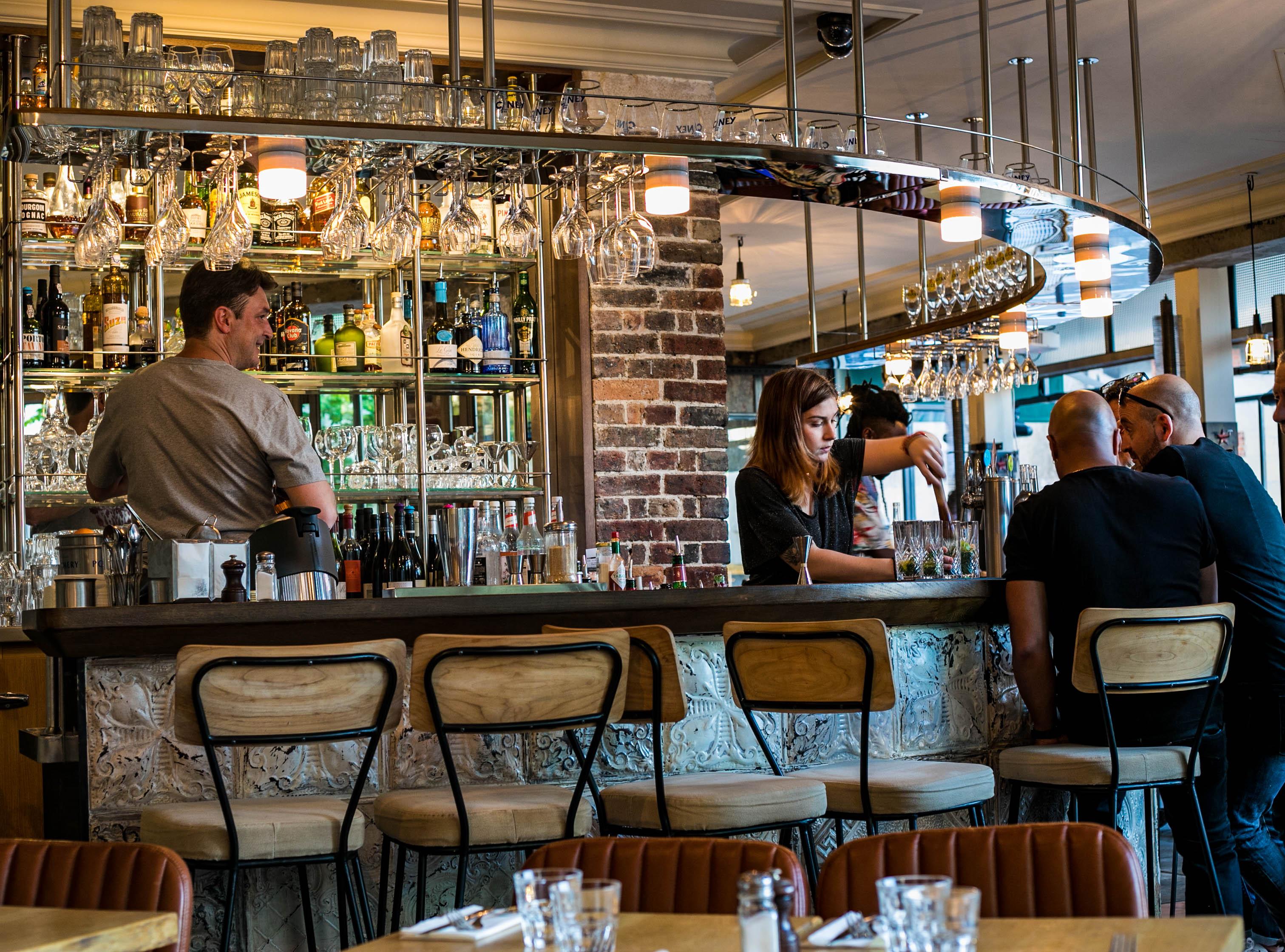 Terrasse Canal Saint Martin loui's corner - superbe terrasse - gastronomie américaine