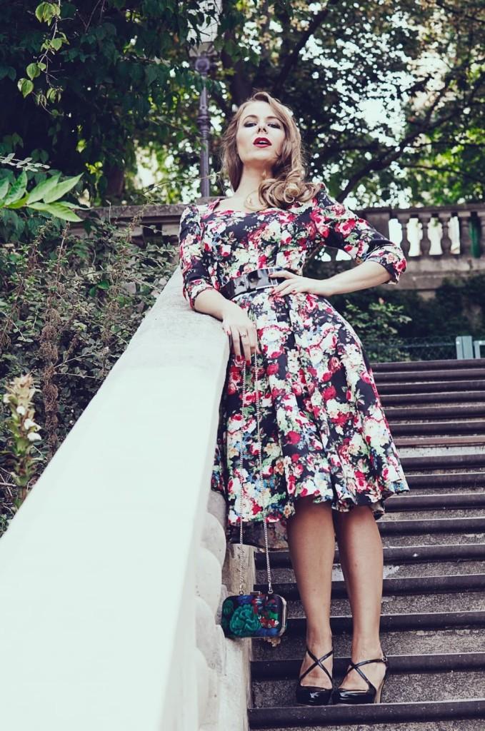 Miss Rétro Chic - un look floral pour la rentrée - robes et accessoires vintage