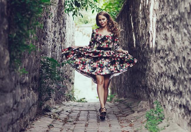 Miss Rétro Chic – un look floral pour la rentrée – robes et accessoires vintage