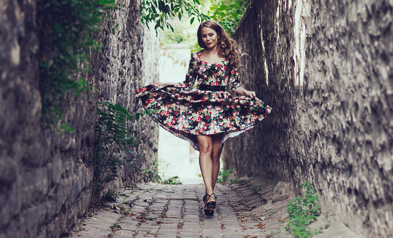 92bce80a26ea Miss Rétro Chic - un look floral pour la rentrée - robes et ...