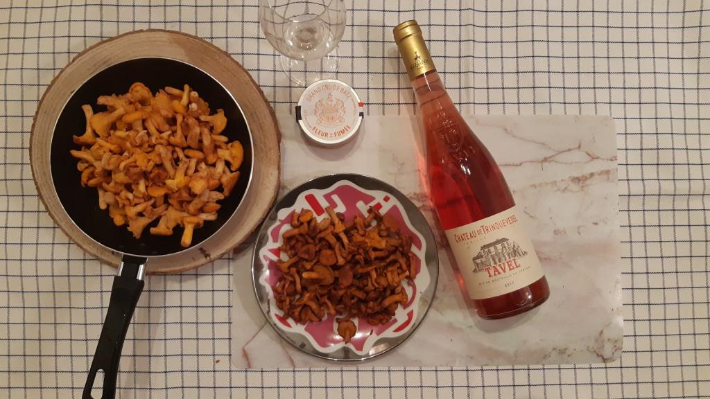Appellation Tavel - du vin rosé sur les tables automnales