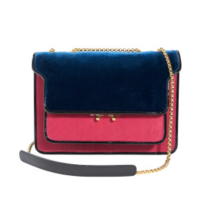 Trunk bag bicolore en velours 1590€ MARNI en exclusivité pour le PRINTEMPS