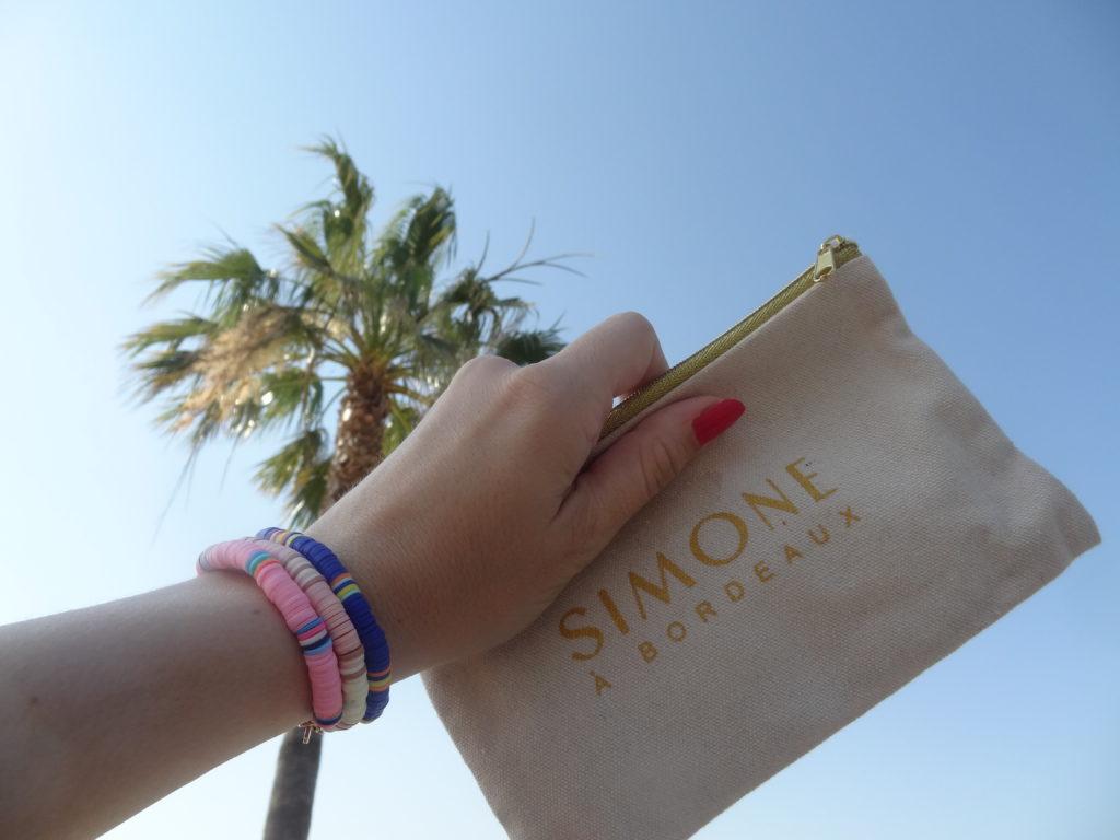 Simone à Bordeaux – un look de surfeuse – bijoux bohèmes en gomme recyclée