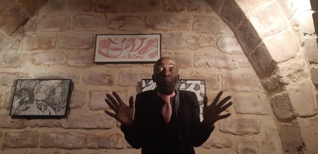 """""""Ecoute moi bien !"""", le one man show de Dexter Dex Tao au théâtre"""