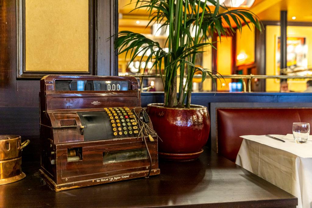 http://paris-frivole.com/batifol-bistrot-parisien-dinspiration-belle-epoque-a-gare-de-lest/