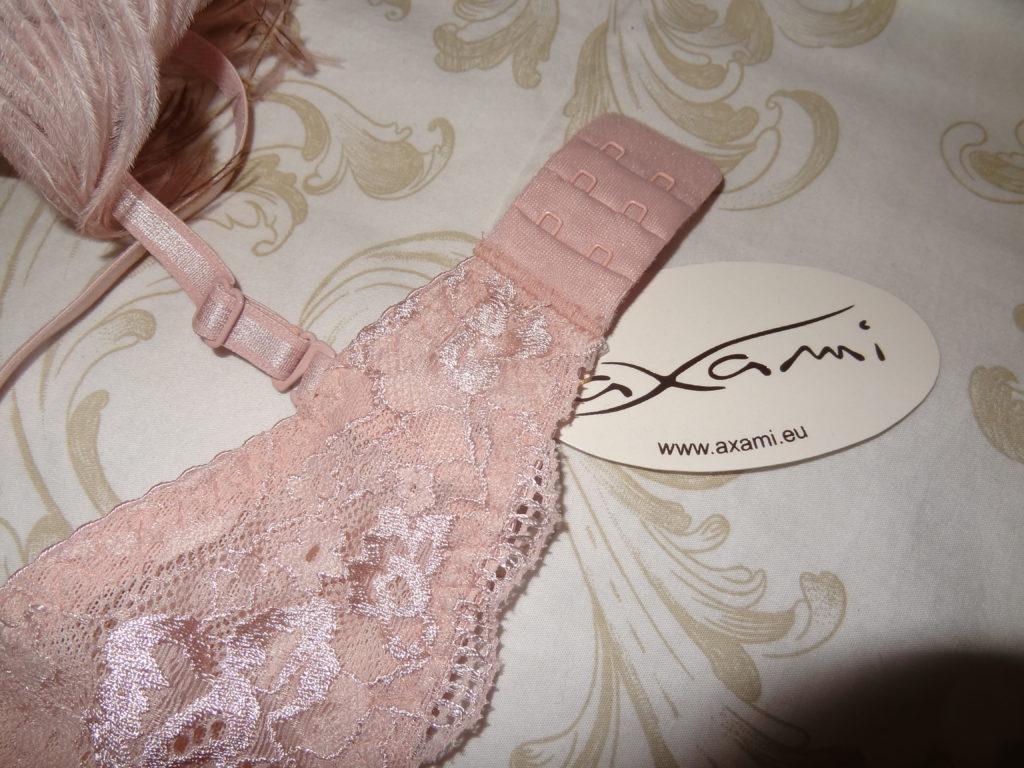 Miss Glam – inspiration Marie Antoinette pour cet ensemble de lingerie fine