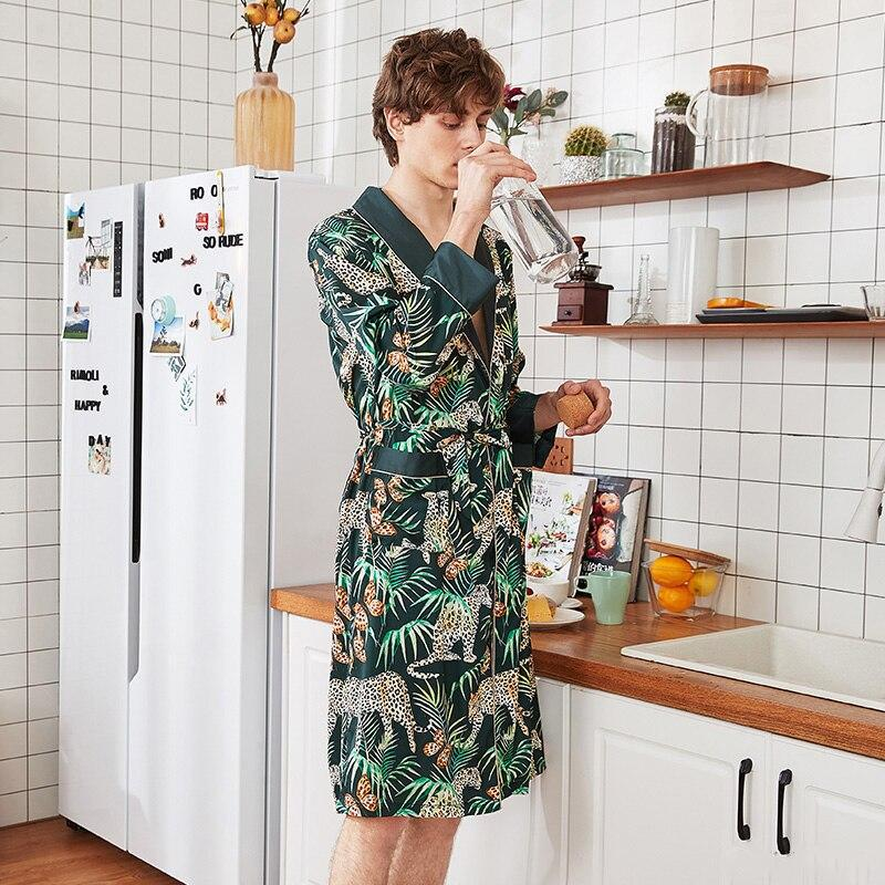Peignoir Avenue - kimonos exotiques et peignoirs en satin glamour pour l'été