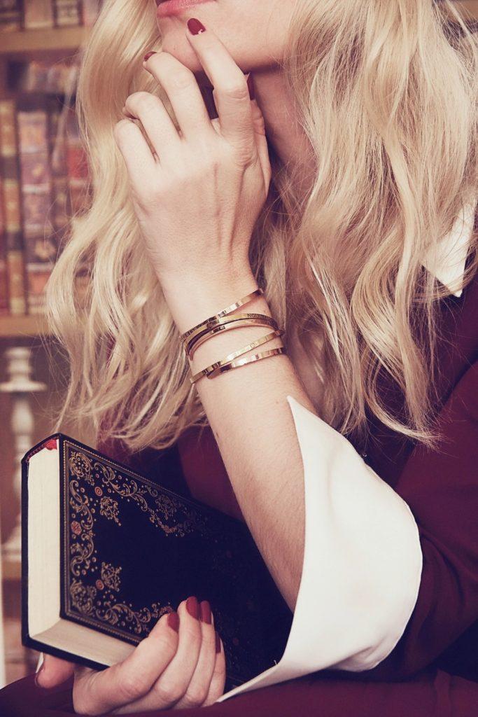 Orange Amour - les bracelets joncs à mantras à offrir à Noël