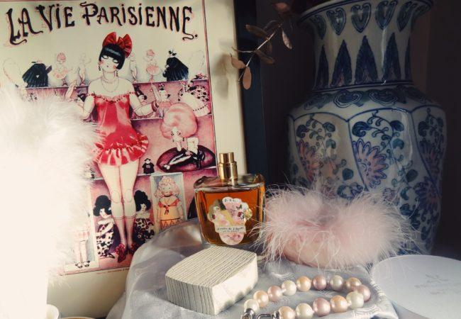 Au Pays de la Fleur d'Oranger – Poudre de Liberté – un parfum boisé et poudré singulier
