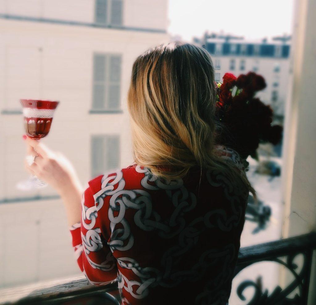 Vessière Cristaux - une table chic et colorée - verres à vin en cristal
