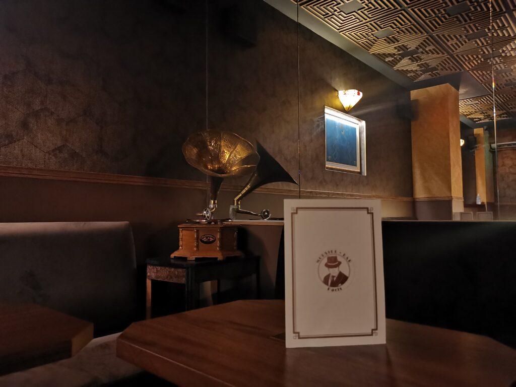 Mobster Bar - le Speakeasy glamour où l'on boit des cocktails décadents en écoutant du Jazz